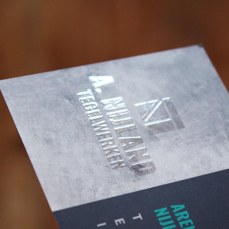 2020.Studio-Vol-Vertrouwen.Porfolio.Nijland-Tegelwerken.Visitekaartje.Achterzijde-spotlak